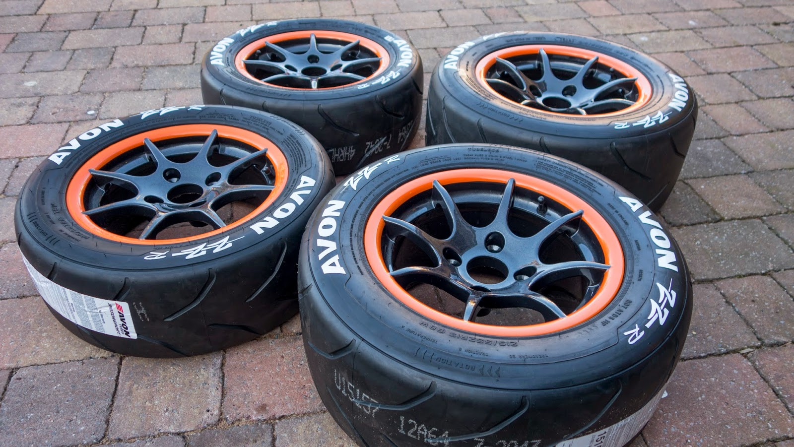AVON ZZR's with painted tyre wall lettering