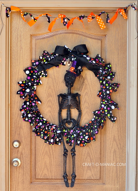 DIY Skeleton Wreath www.craft-o-maniac.com