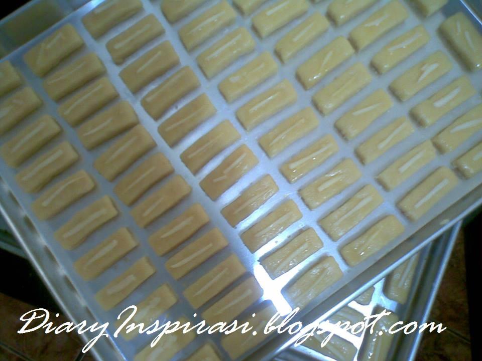 bahan 500 gr terigu protein rendah atau 450 gr terigu
