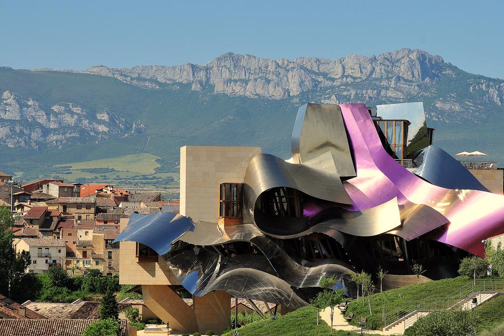 Mendikatea frank gehry y su monumento al vino al inicio de la vendimia en la rioja alavesa se - Arquitecto bodegas marques de riscal ...