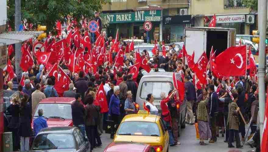 Πρώτα αρνήθηκαν την κυριαρχία της Ελλάδας, μετά άρχισαν να στέλνουν λαθρομετανάστες και τώρα διαδηλώνουν για την Ελληνική κατοχή 150 νησιών στο Αιγαίο...