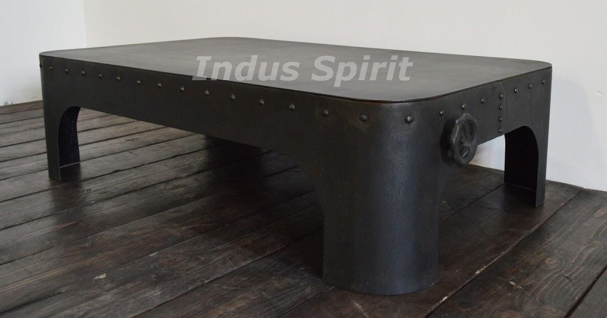 table basse rivet e. Black Bedroom Furniture Sets. Home Design Ideas