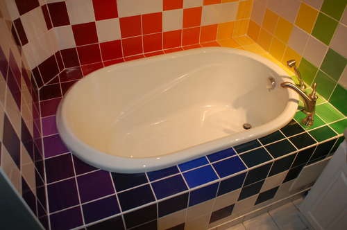 Arredamenti moderni dipingere le mattonelle bianche del - Colorare le mattonelle ...
