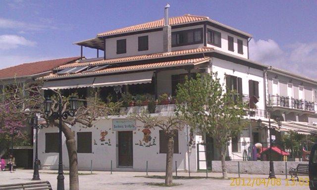 Κτήριο στην κεντρική πλατεια λευκάδας