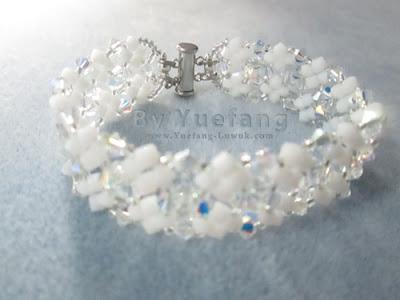 Lady_In_white_bracelet_finishing_closure