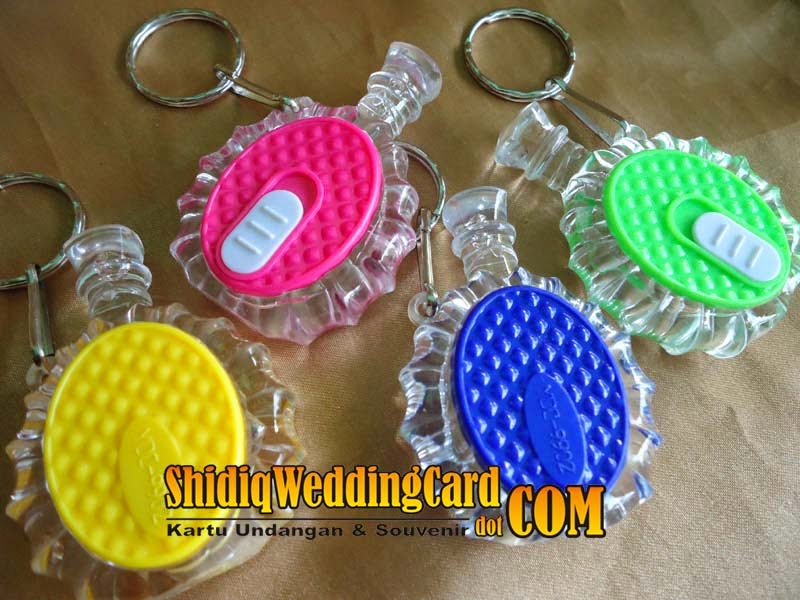 http://www.shidiqweddingcard.com/2014/05/souvenir-gantungan-kunci-botol-air-minum.html