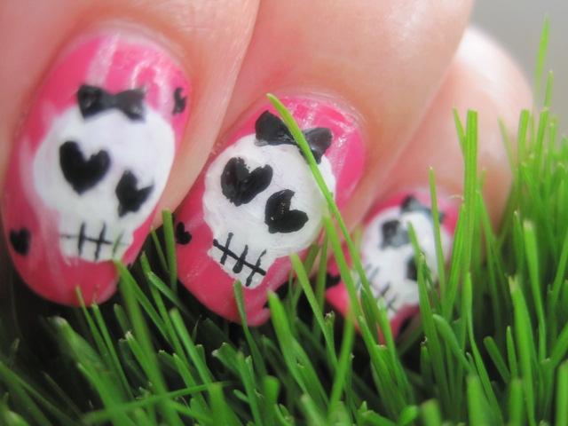 skull nails, nails, beautiful nails, extra nails, funny nails