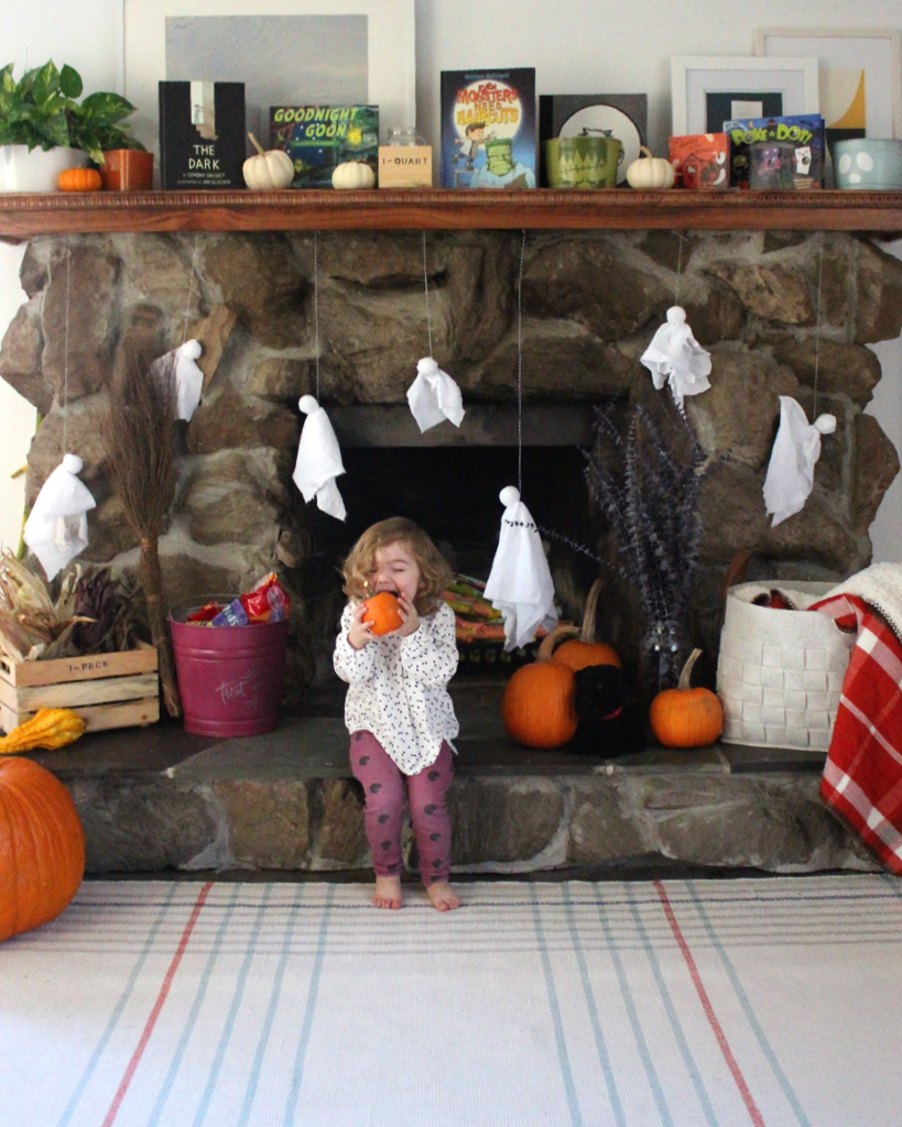 I love these simple glow-in-the-dark fabric halloween ghosts!