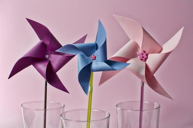 pajitas personalizadas con molinillos de papel