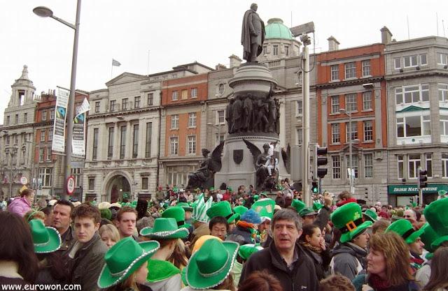 Marea verde en la calle O'Connell de Dublín
