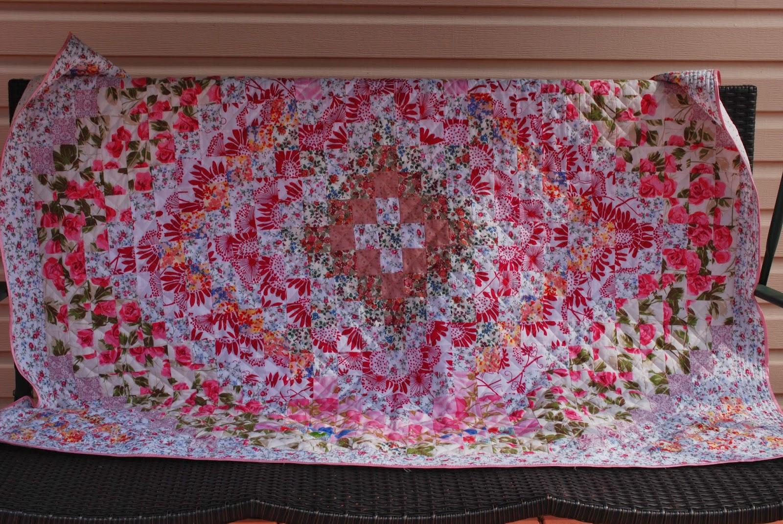 Розовое лоскутное одеяло