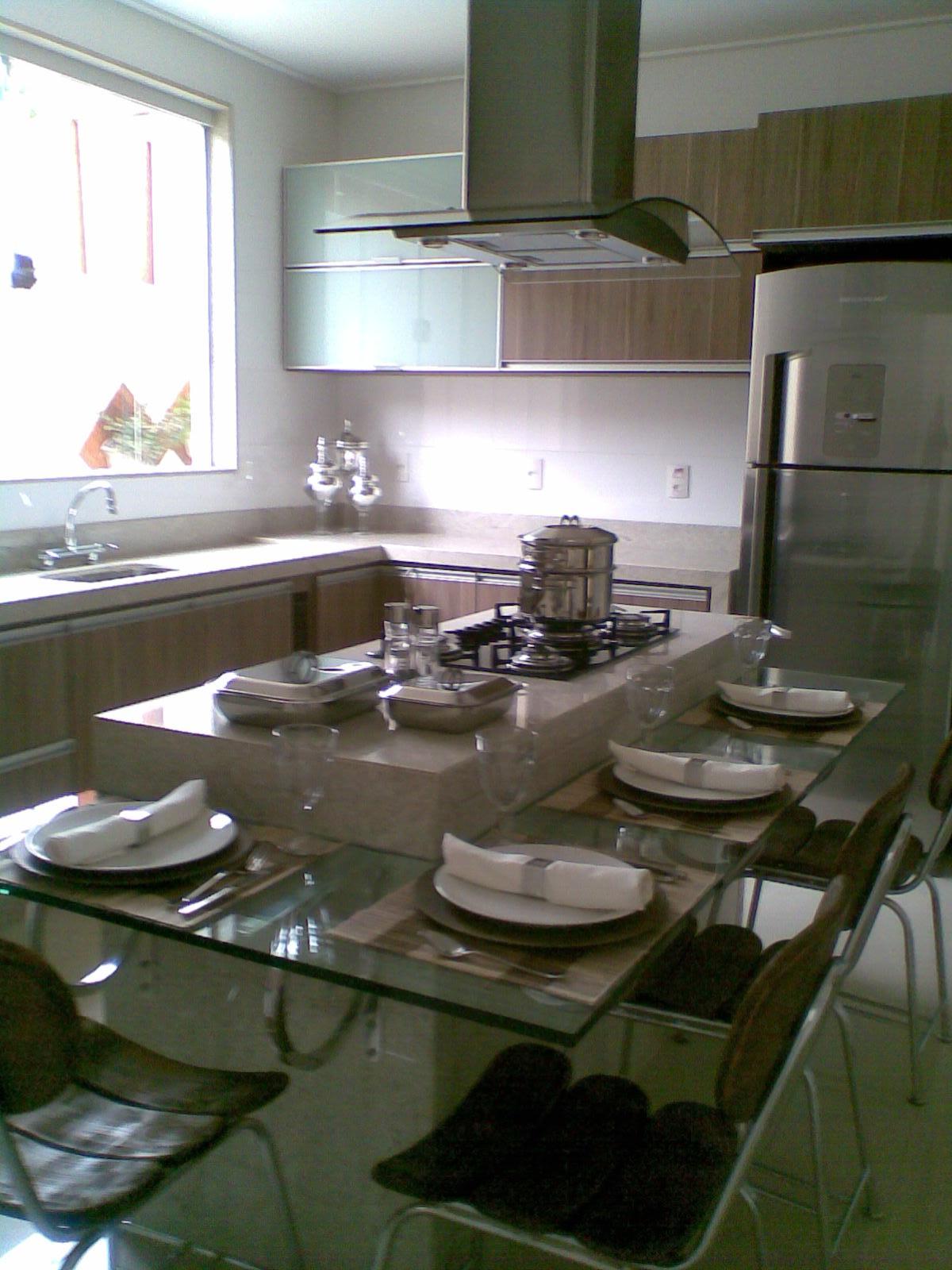 Cozinha Com Ilha E Mesa De Vidro Foi Criado Uma Bancada De Vidro Em