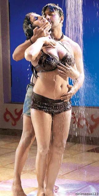 film actress india veena malik hot boobs showing photos