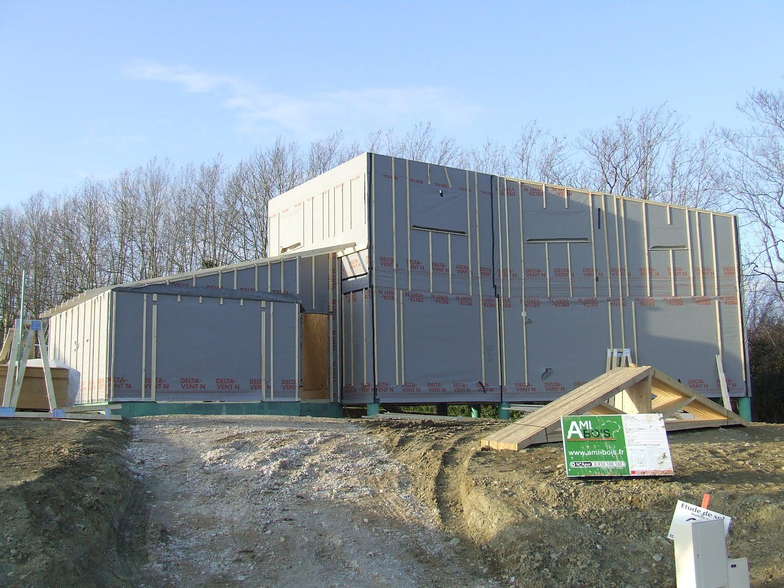 Notre maison en bois montage des murs j 6 for Montage maison en bois