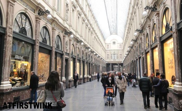Les Galeries Royales Saint Hubert (Koninklijke Sint-Hubertusgalerijen) inside