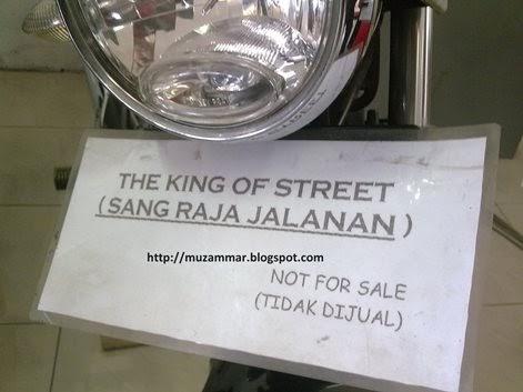 Yamaha RX King produksi terakhir di tahun 2009 . . . the king of street di sisa kejayaannya , menjadi pajangan di dealer . . tidak di jual !