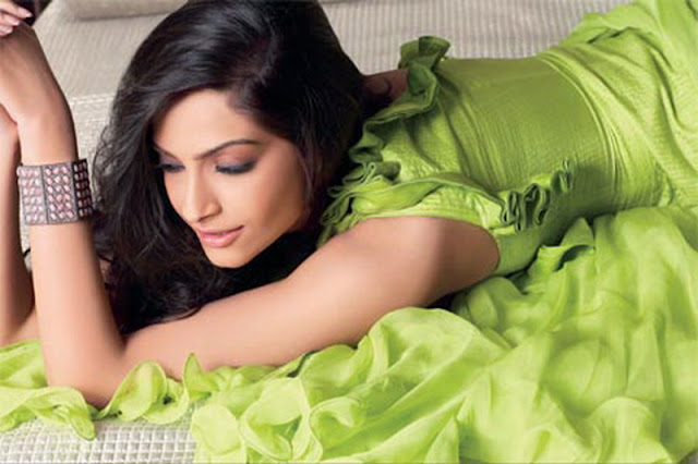 Sonam Kapoor Glamour Wallpapers Players Movie 2012 Wallpaper
