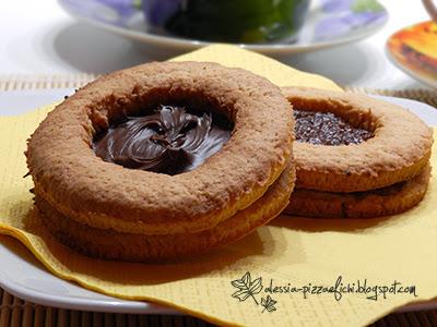 biscotti giganti con marmellata o nutella