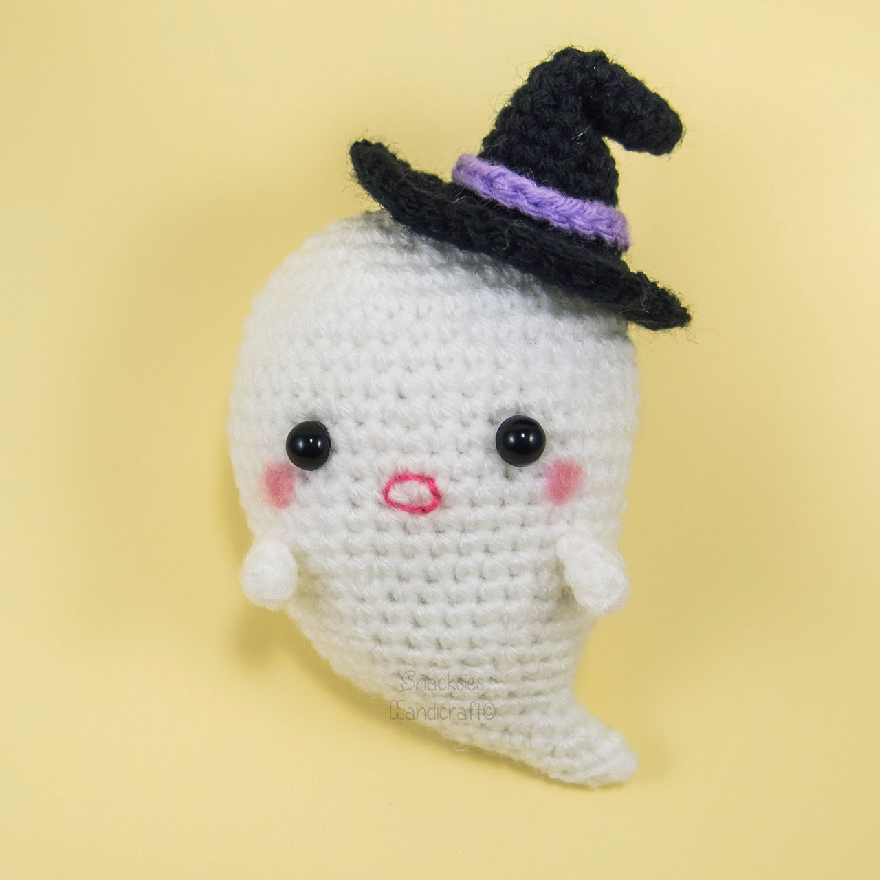 crocheted-halloween-ghost-amigurumi