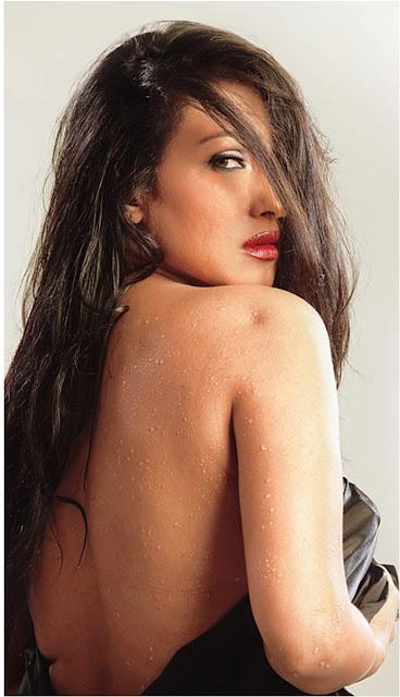 Rituparna Sengupta hot bareback pics