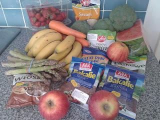 shop, zakupy, owoce, warzywa, arbuz, brokuła, truskawki, sezam, marchewka, banany, orzechy włoskie, orzechy laskowe, bakaliwe, rodzynki, żurawina, siemie lniane, jabłka, szparagi, pestki dyni, pyszności