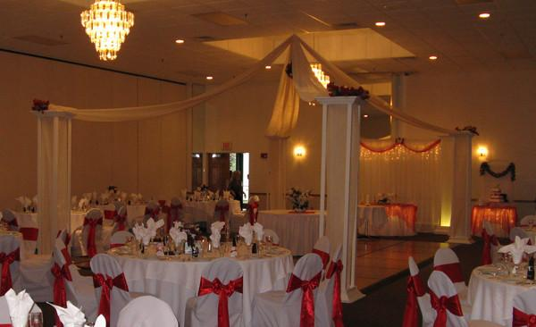 Decorating your wedding tent into an elegant open space that will surprise