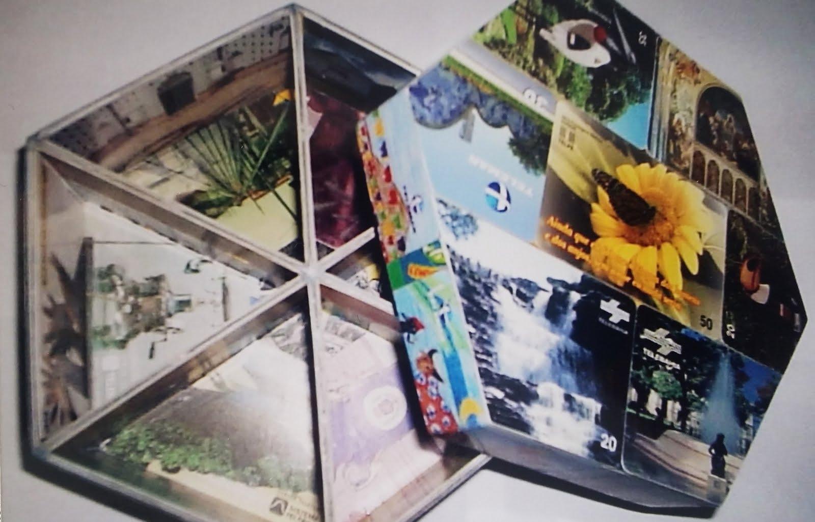 Arte feita com cartão telefônico pelo artesão Charles Meira.