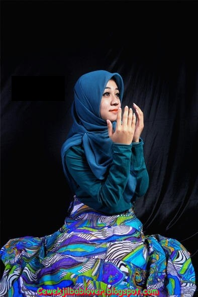 Photo Model Freelancer Cantik Berjilbab Bisa Dibooking!
