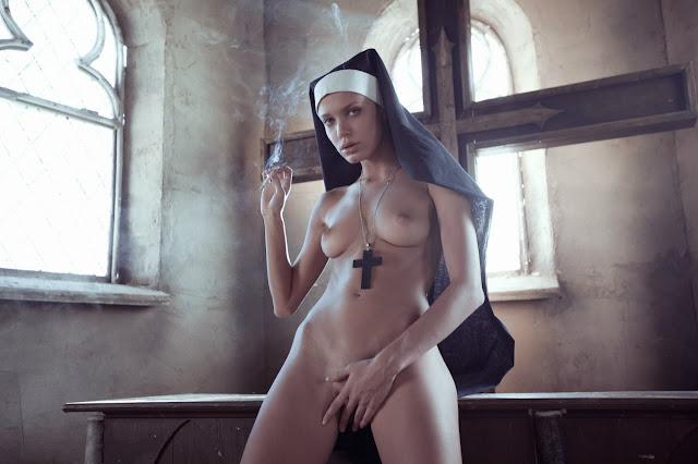 фото голая монашка