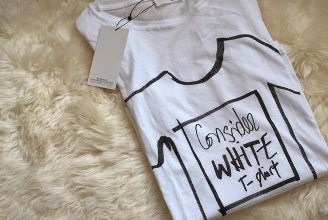 Camiseta blanca con mensaje Zara