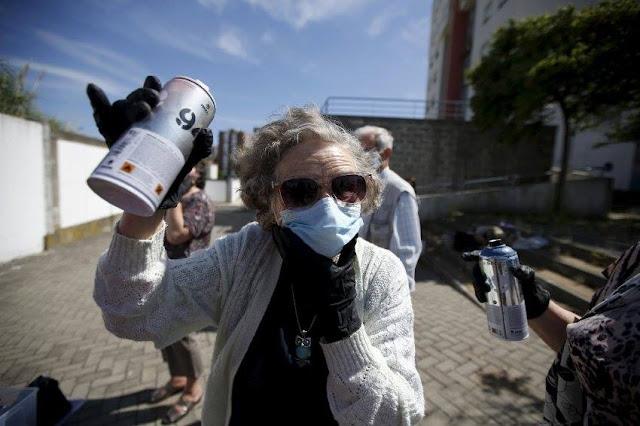 Projeto em Portugal leva grupos de idosos para a prática de Arte de Rua
