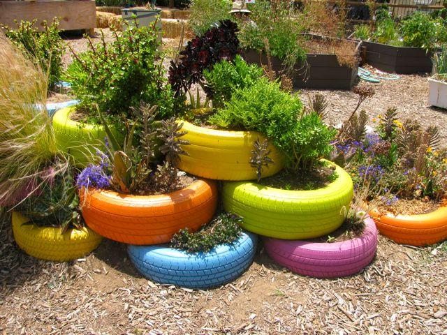 horta e jardim em pneus : horta e jardim em pneus:Painted Tire Garden