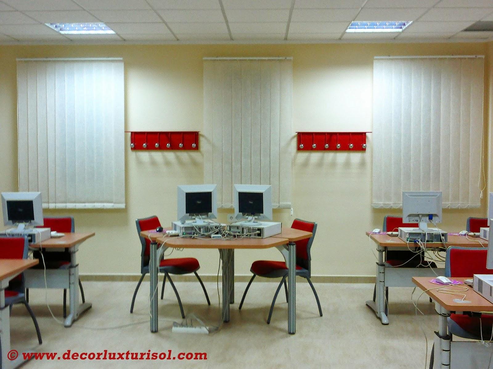 Decoracion interior cortinas verticales estores for Estores para oficinas