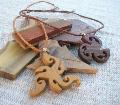 Retazos artesan as en madera imagenes de collares aros - Maderas moral ...