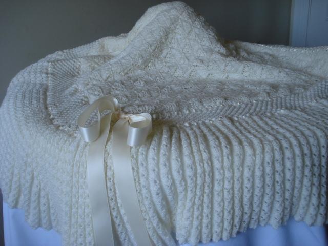 Labores de siempre con encanto toquilla para bebe - Labores de punto de lana ...