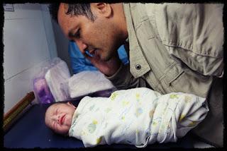 kenapa bayi yang baru lahir mesti di adzankan