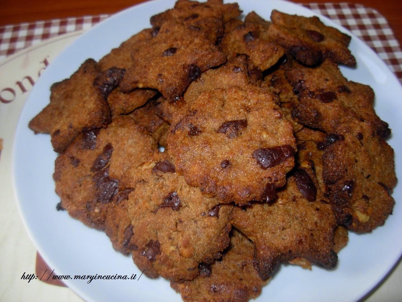 biscotti con cioccolato noci e sciroppo d'acero