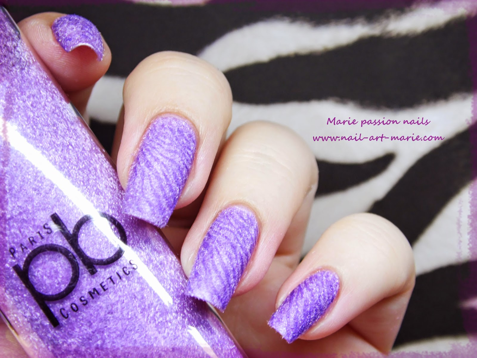 Nail Art Zèbre Violet