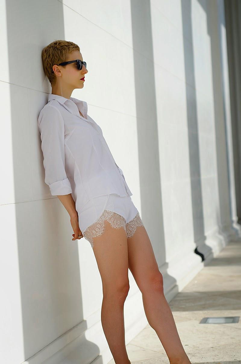 white lace shorts sheinside birkenstock beeswonderland
