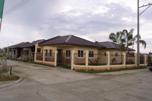 Country homes subdivision iloilo by key premier for Subdivision home designs