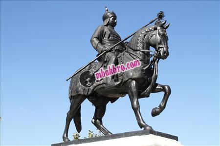 patung raja Maharana Pratap bisa Anda temukan di Rajashtan