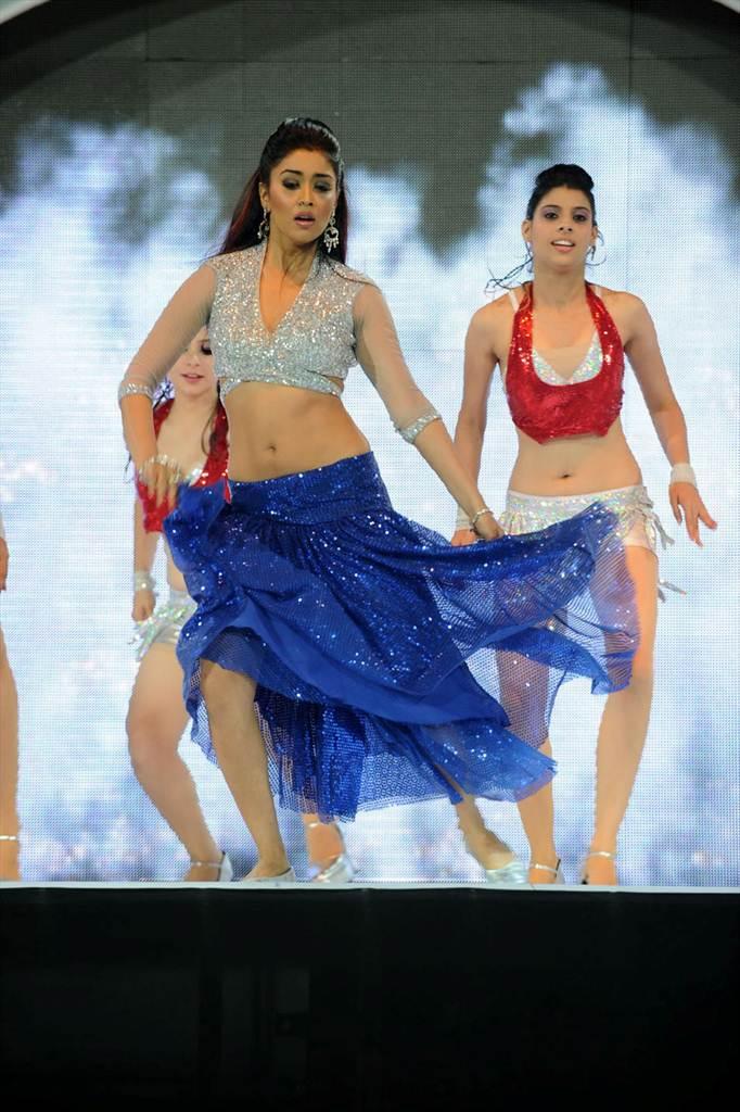 http://1.bp.blogspot.com/-win0wxWNlaU/Tf__imZhqZI/AAAAAAAAIWg/ZptUELvFplA/s1600/shriy-dancing-at-ccl-trophy-launch-17-0016indian%2Bmasala_01indianmasala.blogspot.com.jpg