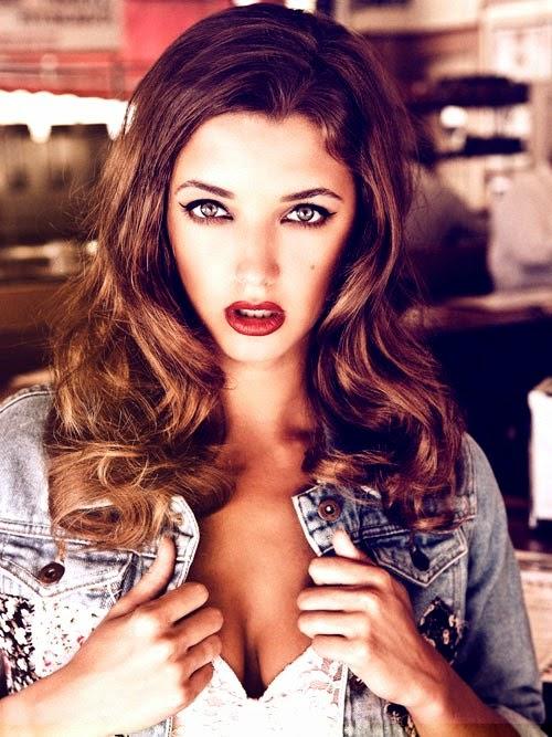 Beautiful celebrity model Alyssa Arce full frontal