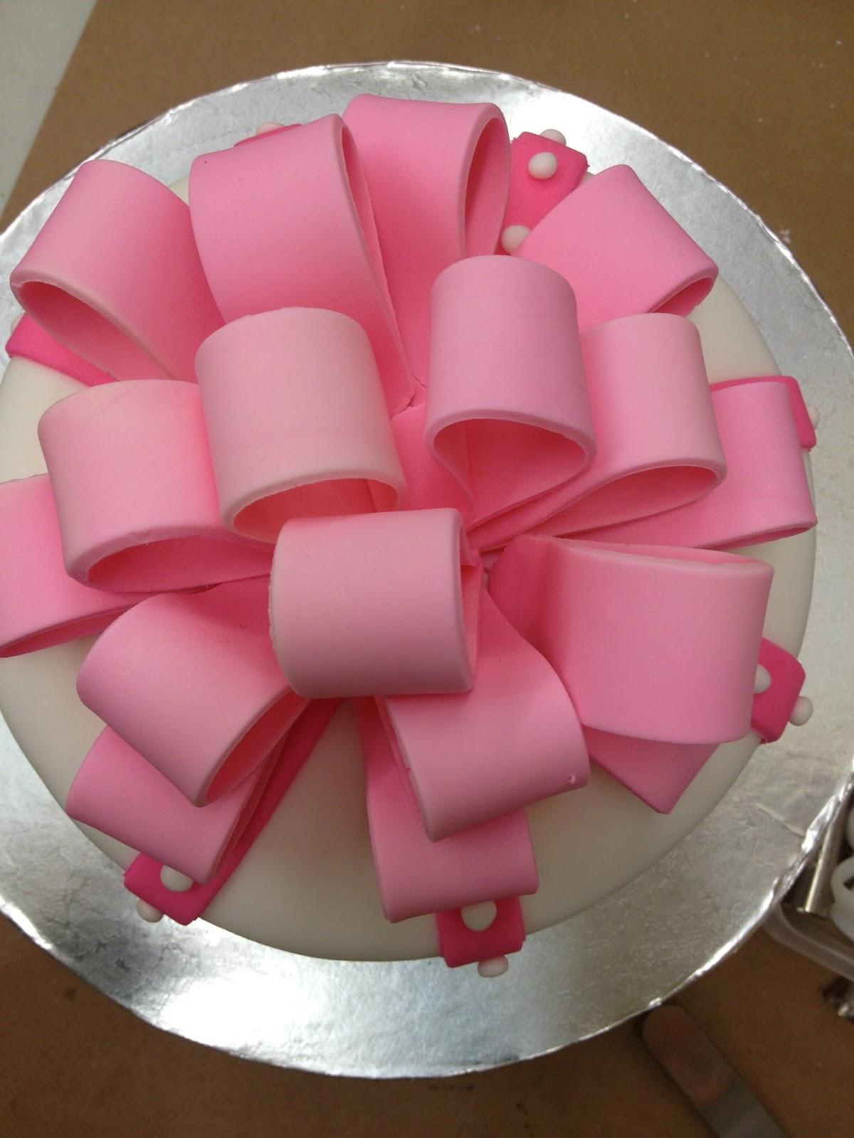 JesNesCakes: Fondant Bow Vanilla Cake with Strawberry Filling