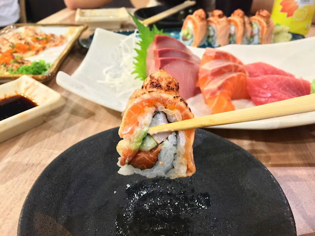 the sushi bar salmon aburi roll
