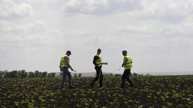 Ditemukan 'Potongan Rudal' di Lokasi Jatuhnya MH17