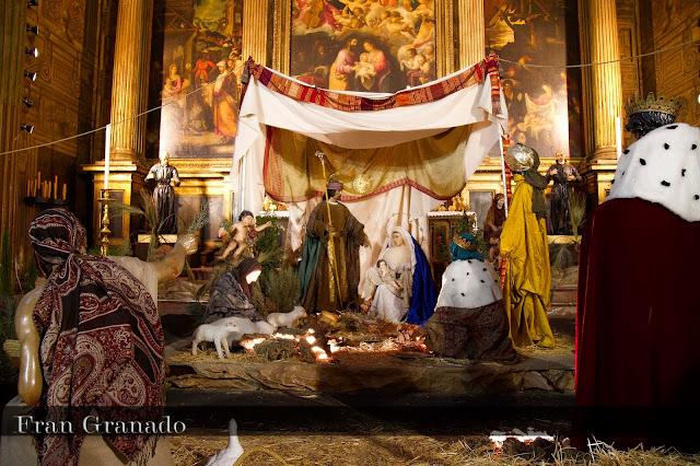 http://franciscogranadopatero35.blogspot.com/2013/12/fotografias-portal-de-belen-hermandad_18.html
