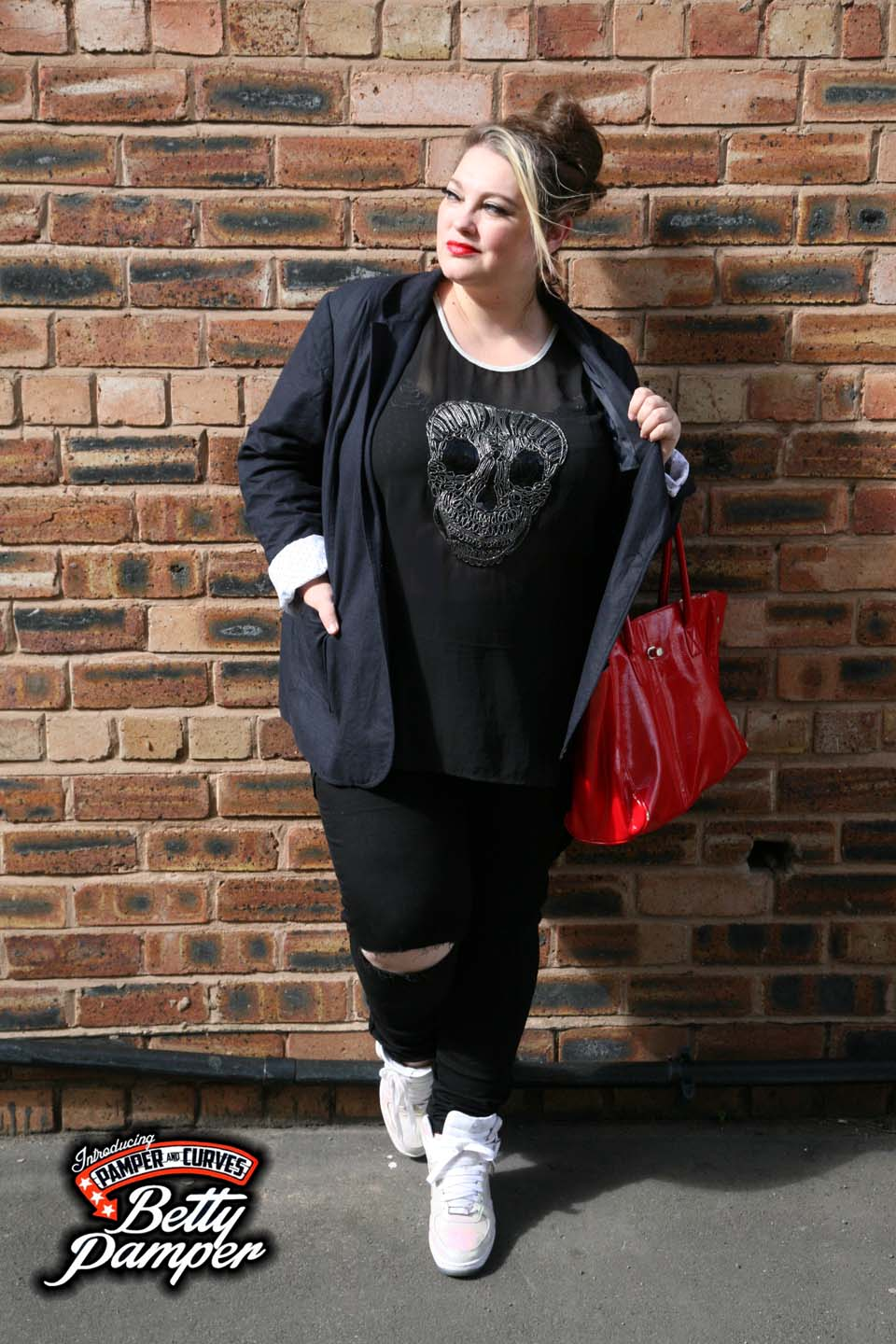 Yours plus size black ripped jeans-A review | Pamper and Curves