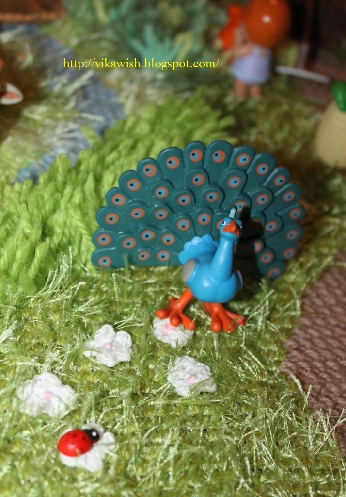 Животные на Ферме №10: павлин, часть забора