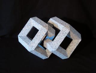 万成石の抽象彫刻 双晶 Geminate